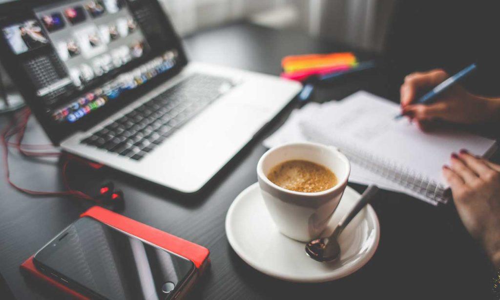 Kaffe eller øl - hvilken påvirker kreativitet? Aktuelt HotCoffee